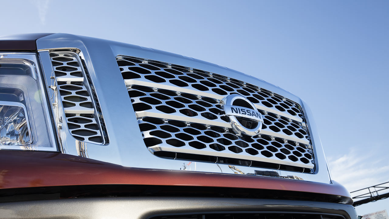 2016-nissan-titan-xd-front-grille
